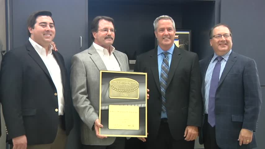 Harlingen Car Dealership Receives Award_28394031-159532