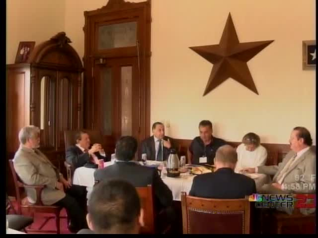 Border Mayors Meeting with Governor Abbott_66938321