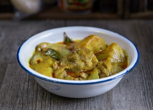 Pollo al curry amarillo, curry tailandés, cocina tailandesa, pollo con curry