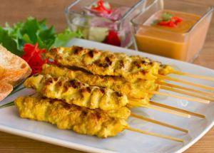 Pollo satay, satay de pollo, cocina tailandesa, pinchito de pollo