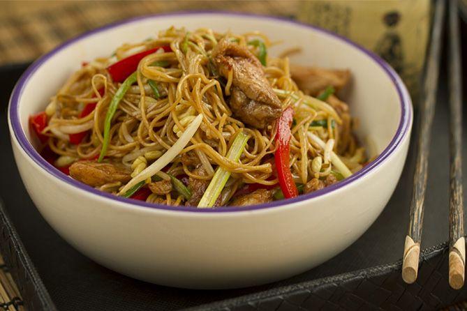 recetas chinas, chow mein, fideos chinos fritos, fideos fritos con pollo, cocina china, cocina asiatica