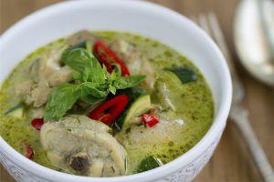 Curry verdo con pollo, curry tailandés, pollo con curry, cocina tailandesa