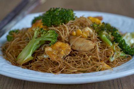 fideos de arroz fritos, pad see ew, pad siiw, fideos fritos, fideos de arroz, recetas con fideos de arroz, salteado de fideos de arroz