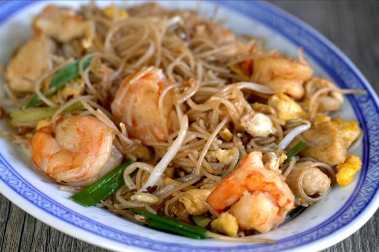 fideos fritos tres delicias, fideos chinos fritos, fideos chinos, fideos de arroz fritos