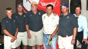 Op die foto is die koper en verkoper van die Swartrug rooibokbul, wat vir die rekord bedrag van R5.7m opgeveil is saam met afslaer. Hulle is vlnr: Daniel van Tonder (seun), Ruan van Tonder (seun), Nico van Tonder (koper), Piet du Toit (verkoper), Werner van Tonder (seun) en Brandon Leer (afslaer). Fotograaf: Michael Cordes.