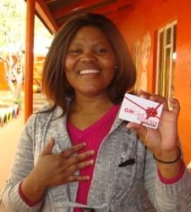 Me Mildred Mokoana het die R1000.00 koopbewys gewen wat sy by Shoprite kan gebruik