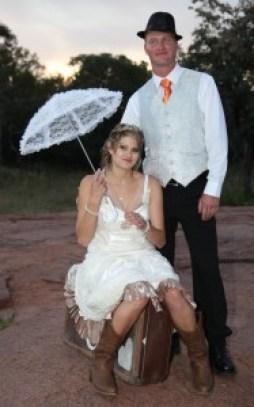 Erika en Willem Janse van Rensburg is in die huwelik bevestig op 26 April deur ds Ferdie Kruger te Motsomi Lodge. Die paartjie vestig hulle in Thabazimbi.
