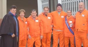 Die klomp Jailbirds saam met Judge Esmé (heel links) vlnr: Luzaan, Pieter, Bokkie, Anema, Moks en Tom.