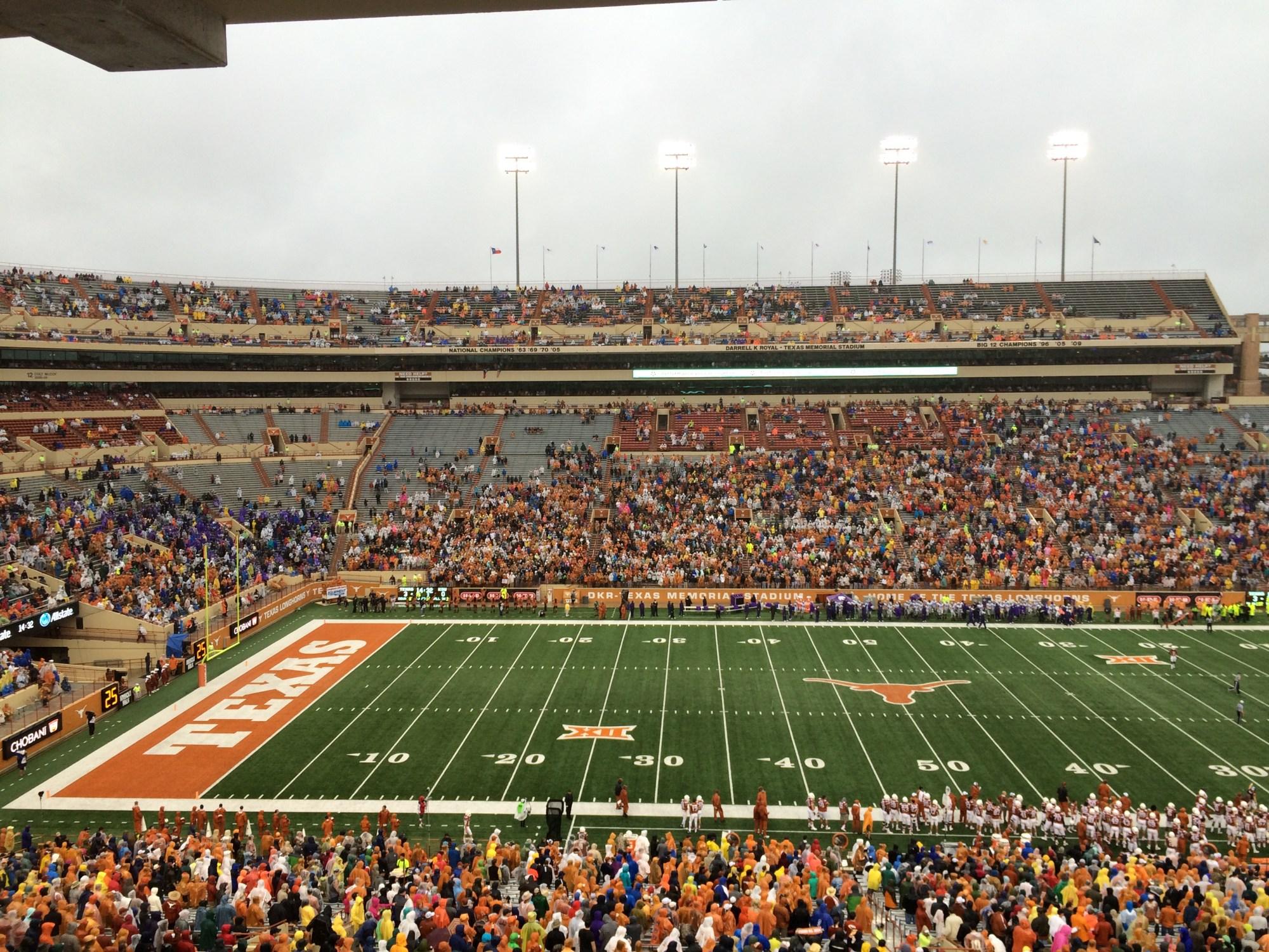 Fans at DKR stadium for Texas_Kansas State game_192069