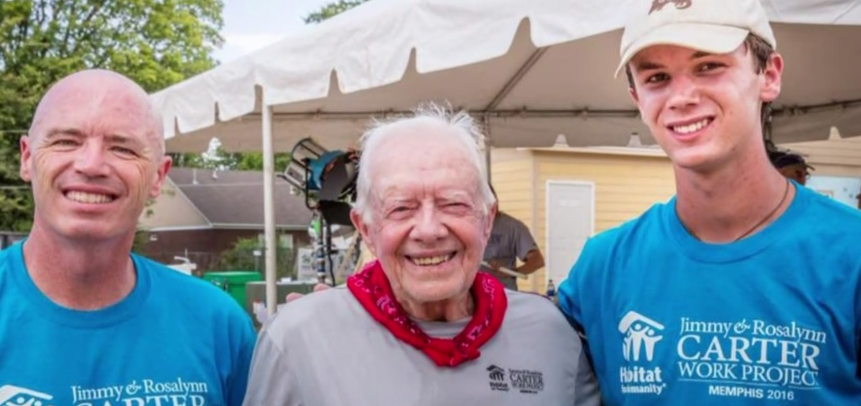 Taylor Thompson meets former President Jimmy Carter for his efforts building homes in honor of his mother who died of cancer_341138