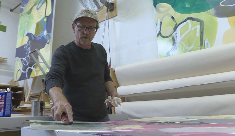 Austin artist Chuck Voelter is out thousands of dollars after his paintings were stolen_382343