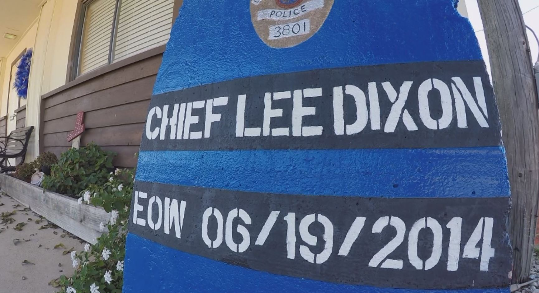 Fallen - Chief Lee Dixon EOW stand_472566