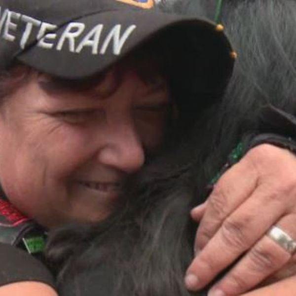 Veterans hug_494949