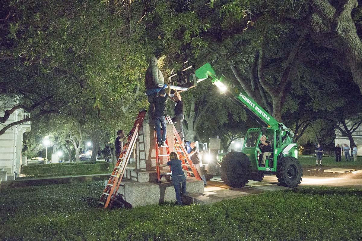 Statues removed at UT Austin 20173187_529707