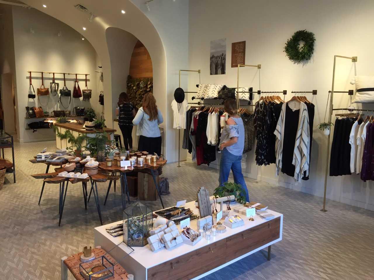 Small Business Saturday shoppers November 25, 2017 (KXAN Photo_Kyle Kovilaritch)_586902