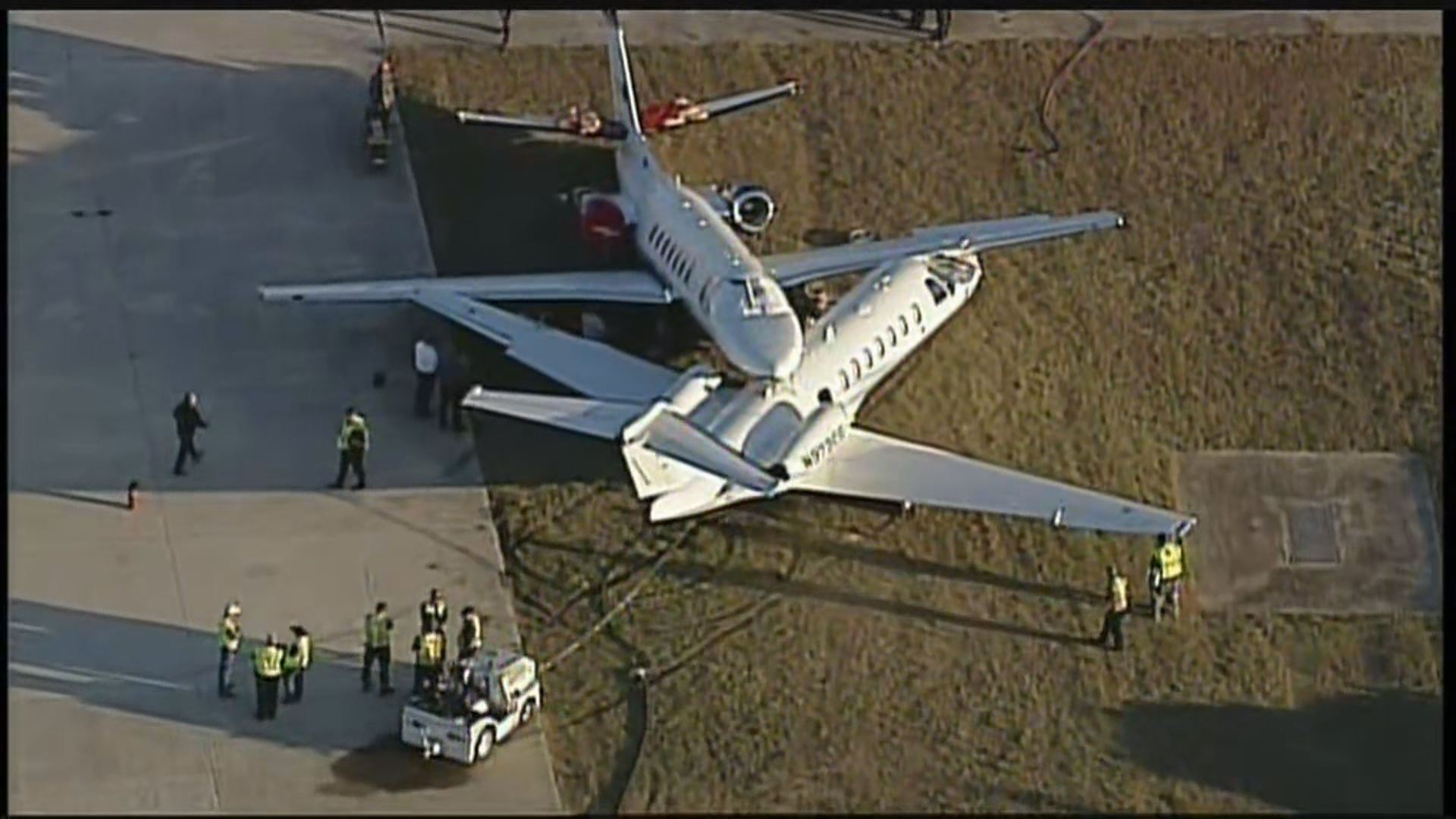 Two Planes Collide At San Antonio Airport Kxan Com