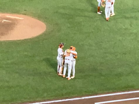Texas loses walk-off heartbreaker to Mississippi State in CWS semifinals