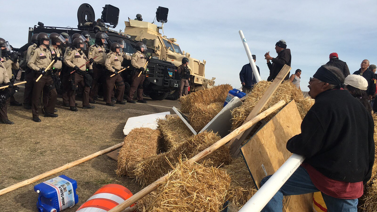 Pipeline%20protesters%2C%20police%20Oct%2027_1477654569489_145305_ver1_20170124184224-159532