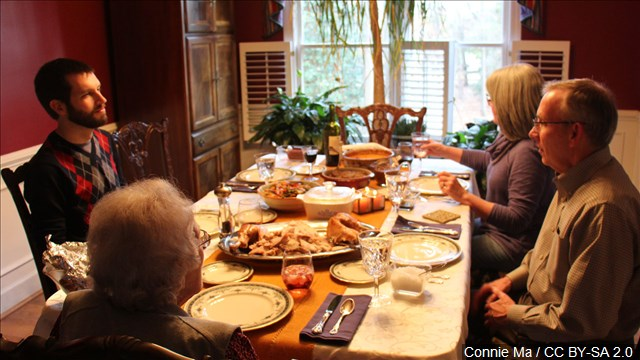 thanksgiving_dinnertable_mgn_640x360_61121P00-ZUFHV_1542813603092.jpg