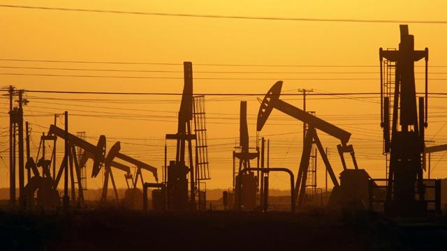 Oil fracking_3116159653362304-159532