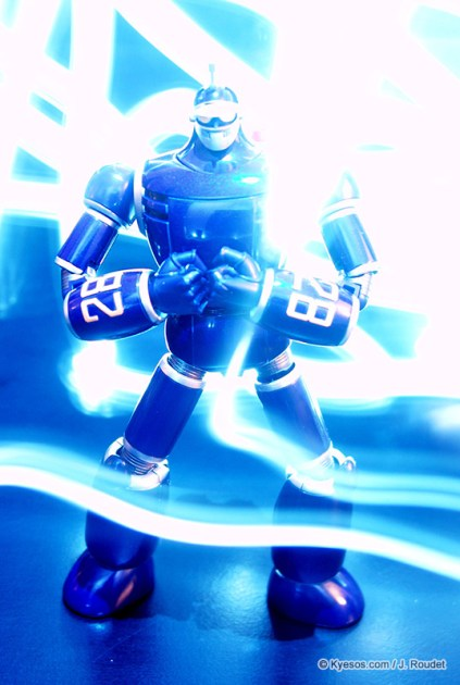 Tetsujin 28 robot in laight painting scene