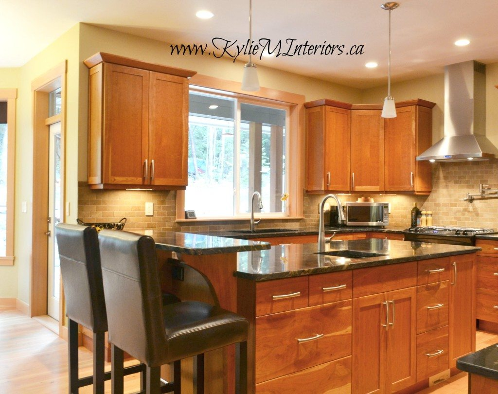 kitchen natural fir cabinets, travertine subway tile ... on Maple Kitchen Cabinets With Black Granite Countertops  id=78685