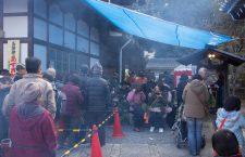 Lining up and enjoying a bowl of azuki-gayu (小豆粥) or red bean rice porridge at the Kaikoji Temple (戒光寺), a sub-temple of Sennyū-ji Temple (泉涌寺) in Kyoto.