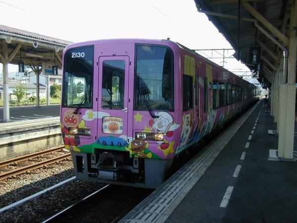 Anpanman_JR_Shikoku_2000_Train_Japan