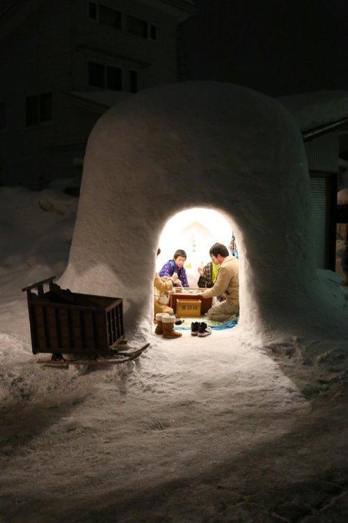 a_snow_hut_yokote_kamakura_festival