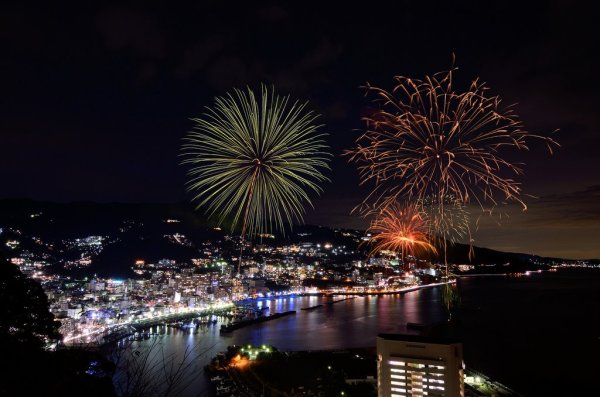 atami_city_at_night_and_summer_fireworks