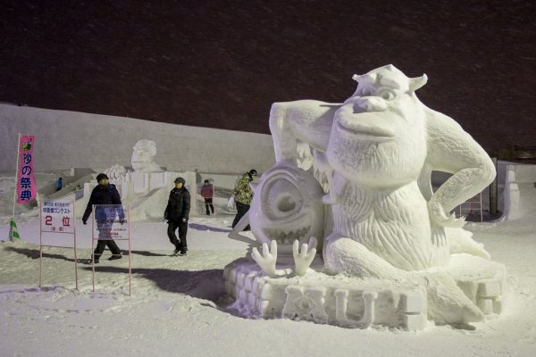 monsters_inc_characters_at_asahikawa_winter_festival