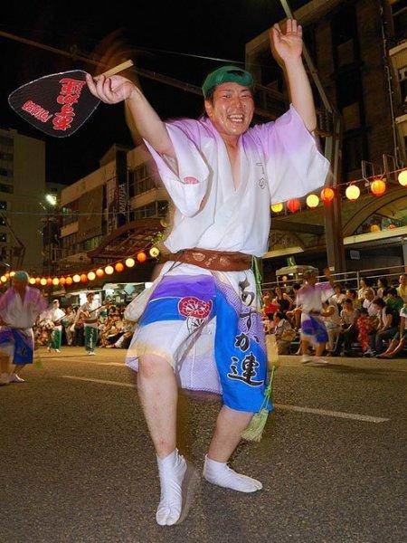 male_dancer_awa_odori_festival_tokushima