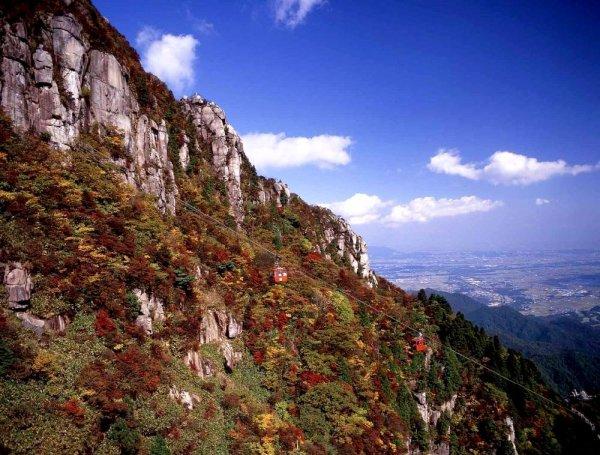 mount_gozaisho_autumn_foliage