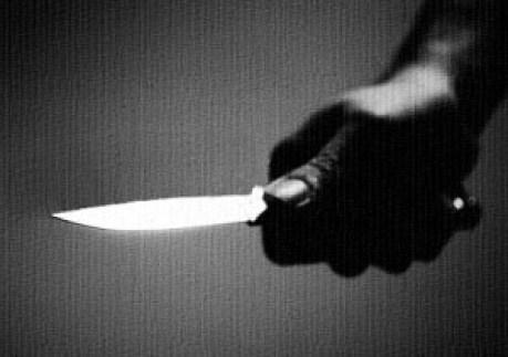 knife-close-up-b-w