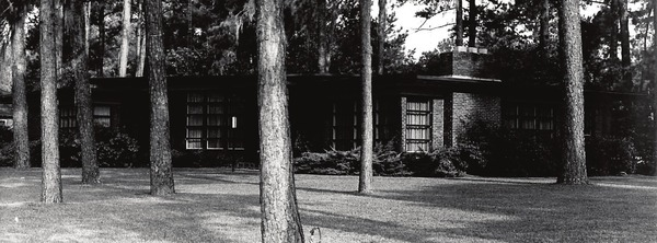 600x222 Nichols House, in Valdosta's Ultramodern Masterpiece: The Nichols House on Baytree, by Alfred Willis, 1 October 2014