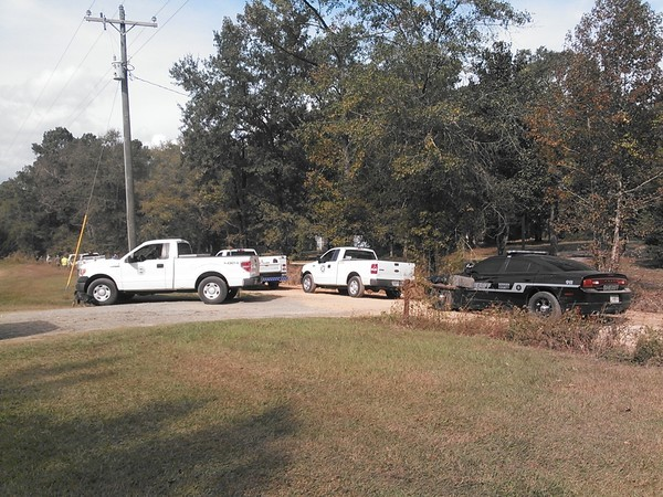 600x450 Berrien County Sheriff, GDOT, city of Nashville, Kinder Morgan trucks, in Berrien break, by John S. Quarterman, 6 November 2014