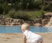 Sécurité des enfants autour de la piscine