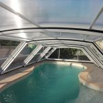 Version mi-haute de l'abri piscine London