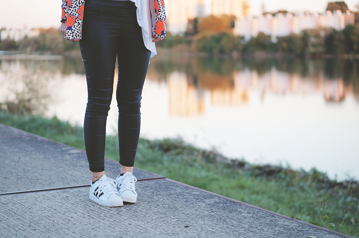 4_look_blog_mode_blazer_river_island_legging_simili_cuir_gemo_baskets_superstar_adidas