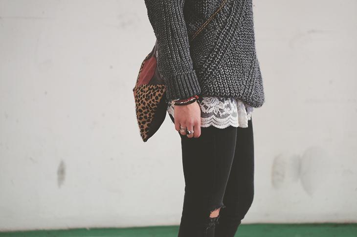 12_look_blog_mode_pull_eleven_paris_tunique_robe_dentelle_sac_mohekann_boots_jonak