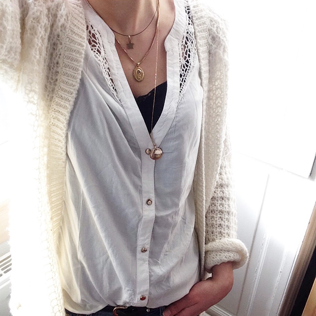 7_look_blog_mode_gilet_chemise_kiabi_collier_medaille_pretty_wire