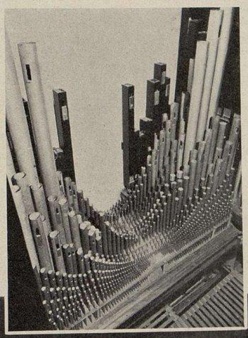 l'ensemble de la tuyauterie de l'orgue de l'Olympia (Cinémagazine 1930)