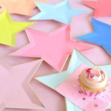 8 assiettes jetables en carton Etoiles multicolores Meri Meri