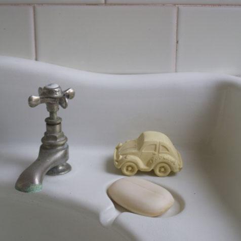 Jouet de bain Voiture Carlito vanille Oli & Carol