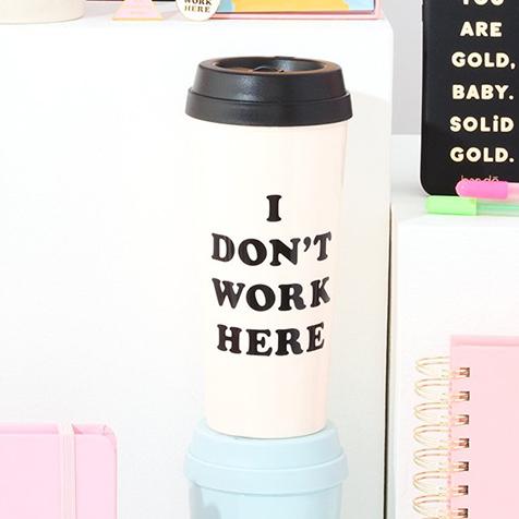 Mug I don't work here rose Ban.do