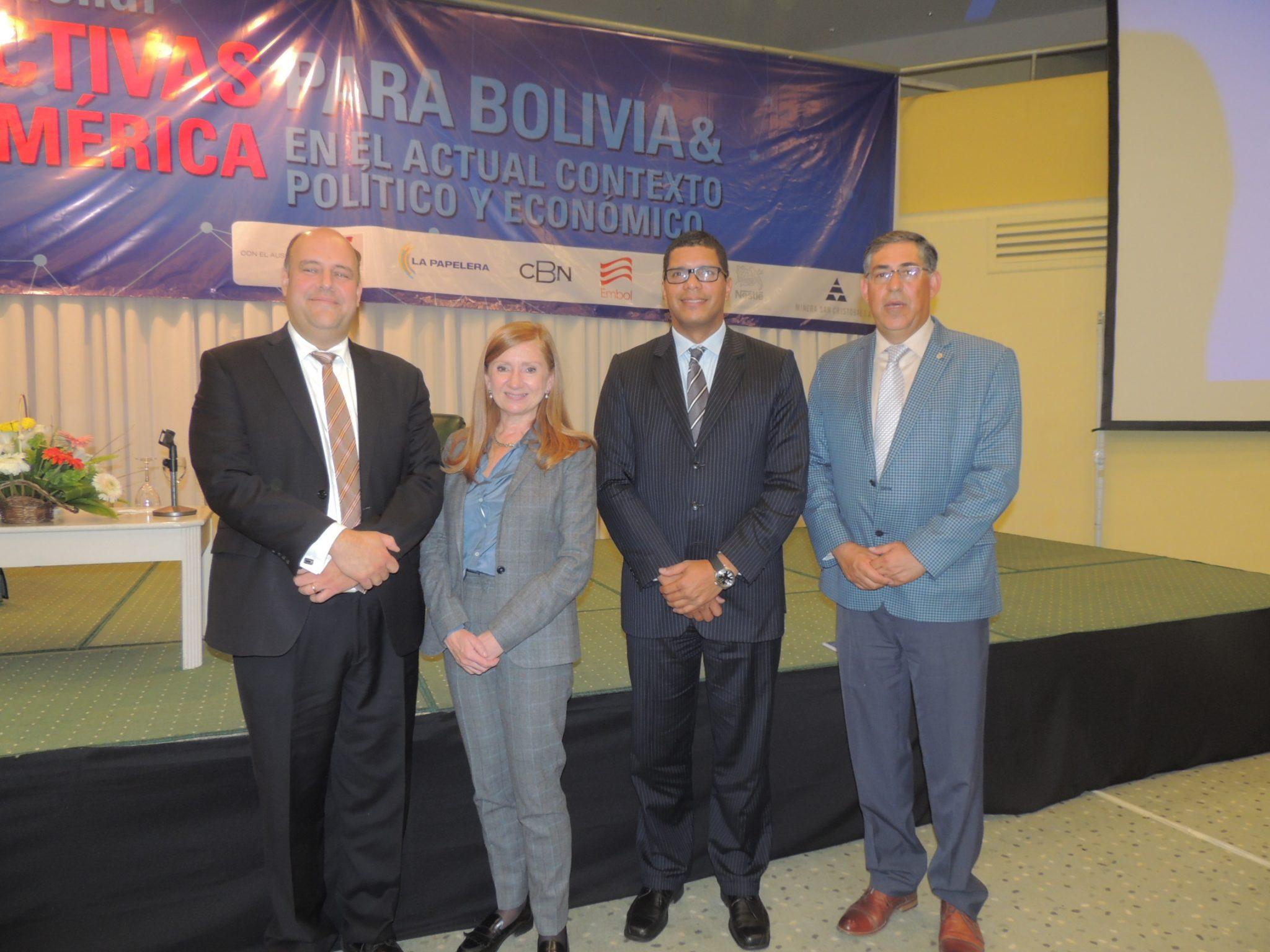 El presidente de la CNI y los tres expositores internacionales