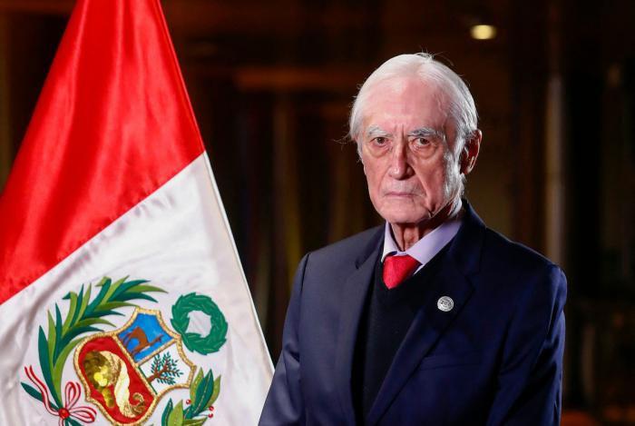 Héctor Béjar, Perú