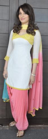Style élégant: actrice Tammana dans un ensemble patiala salwar Kameez