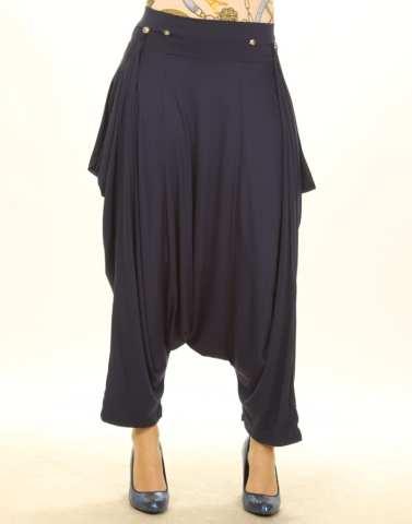 Le pantalon sarouel type baggy avec un entrejamanbe très bas.
