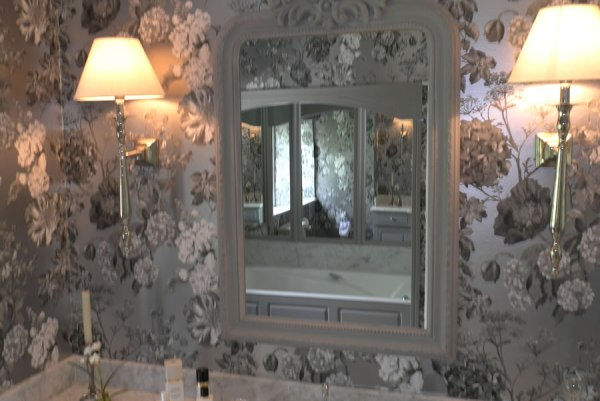 High quality paint and wallpaper finishes